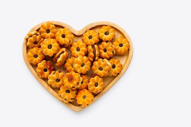 Biscuits à l'ananas isolés sur blanc