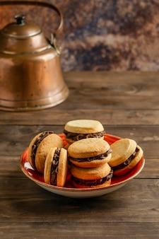 Biscuits à angle élevé dans un bol