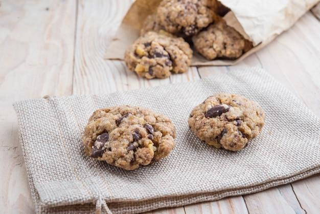 Biscuits au beurre d'arachide et d'avoine avec graines de citrouille et cannelle