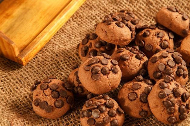 Biscuits au chocolat croustillant sur toile