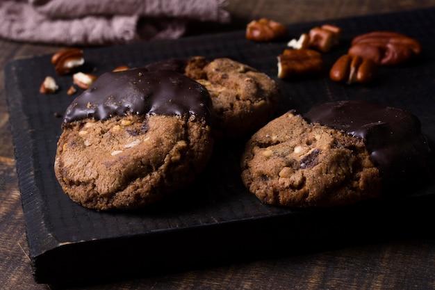 Biscuits au chocolat gros plan prêts à être servis