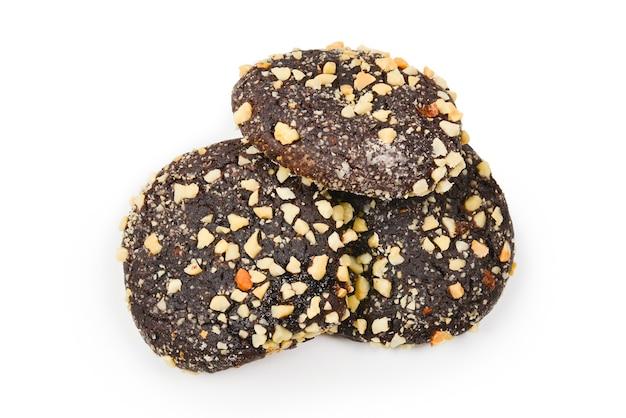 Biscuits au chocolat isolés sur fond blanc.