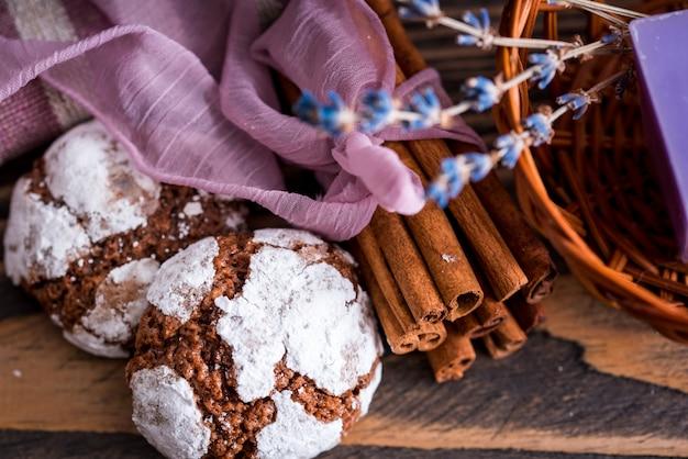 Biscuits au chocolat à la lavande.