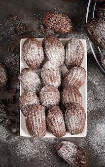 Biscuits au chocolat sur tableau noir