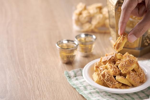 Les biscuits au fromage hollandais de kaasstengels pour l'aïd moubarak