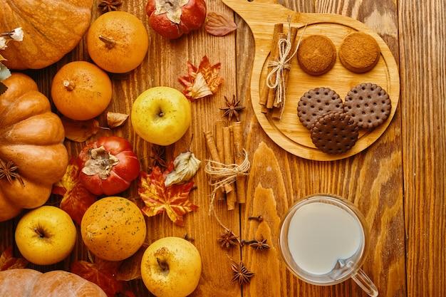 Biscuits au lait sur la table.