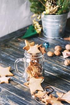 Biscuits au sucre en forme d'étoile de noël