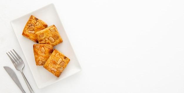 Biscuits aux amandes et espace de copie de couverts