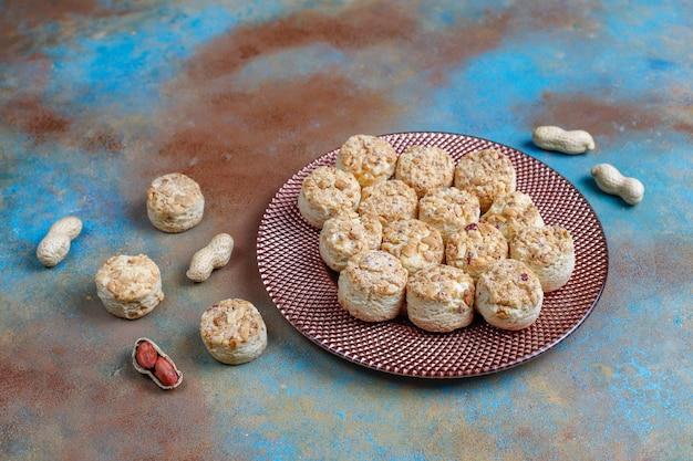 Biscuits aux cacahuètes maison.