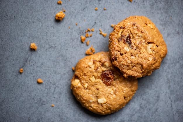 Biscuits aux raisins secs et aux noix, biscuits au chocolat aux pépites de chocolat