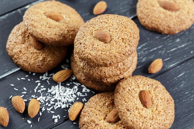 Biscuits à l'avoine faits maison avec des noix