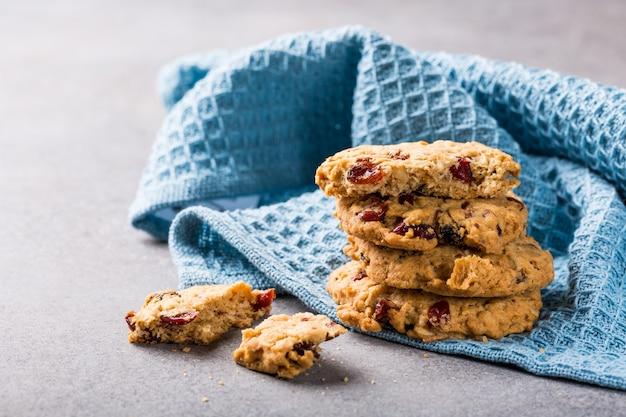 Biscuits à l'avoine avec raisins secs et canneberges