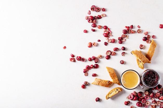 Biscuits cantucci et café