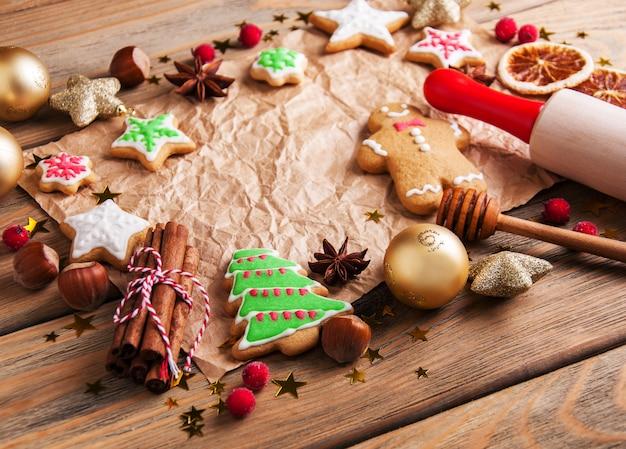 Biscuits colorés au gingembre et au miel