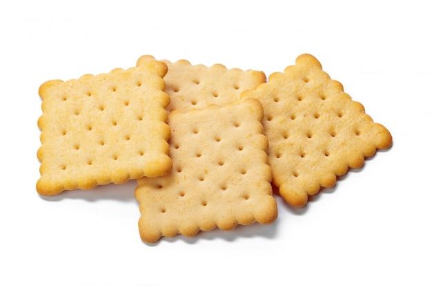 Biscuits de cracker isolés sur fond blanc