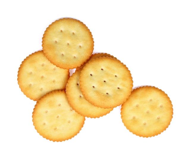 Biscuits craquelins secs isolés sur fond blanc.vue de dessus