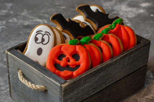Biscuits dans une boîte en bois bonbons d'halloween