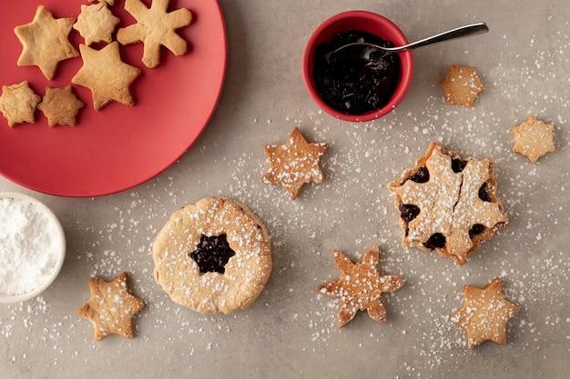 Biscuits dans le concept de forme de flocons de neige