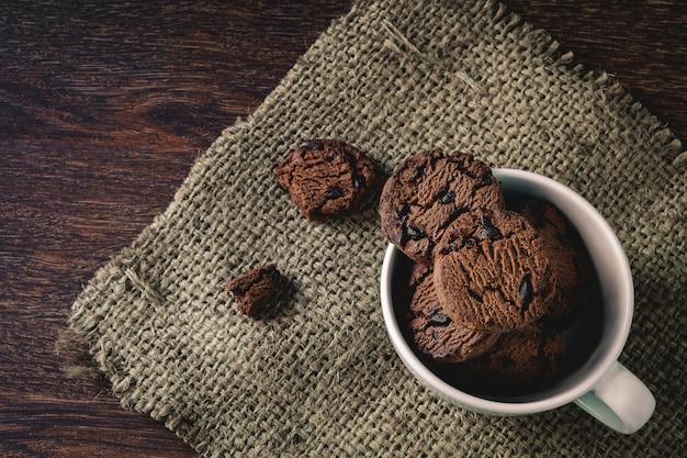 Biscuits dans une tasse de café