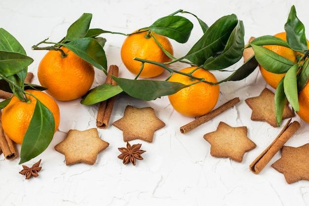 Biscuits étoile de noël aux épices et mandarine