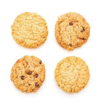 Biscuits faits maison sur fond blanc