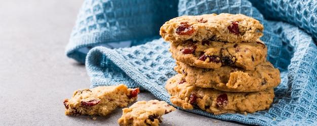 Biscuits de farine d'avoine avec des raisins secs