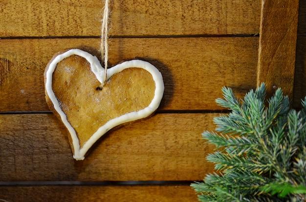Biscuits en forme de coeur avec glaçure au sucre