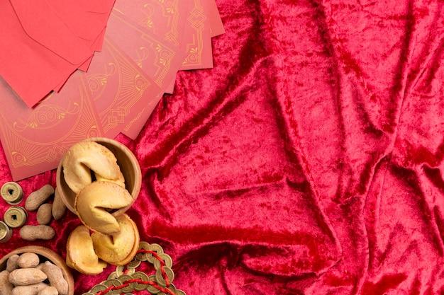 Biscuits de fortune sur du velours pour le nouvel an chinois