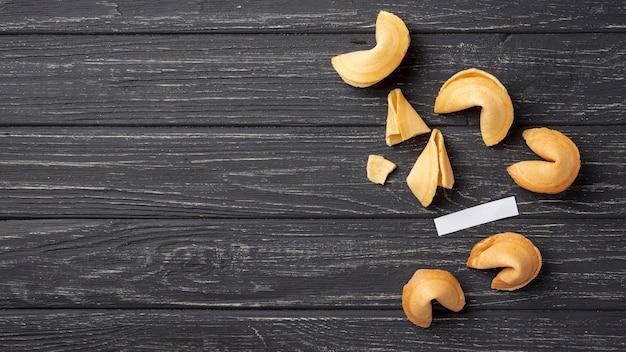 Biscuits de fortune plats avec espace de copie