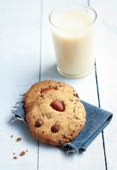 Biscuits frais et lait
