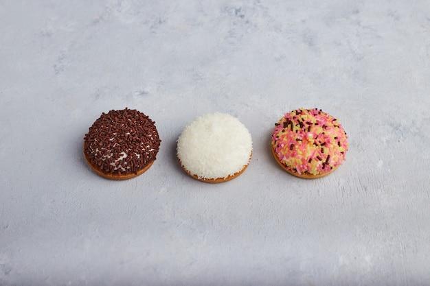 Biscuits à la guimauve au cacao et à la vanille, vue du dessus.