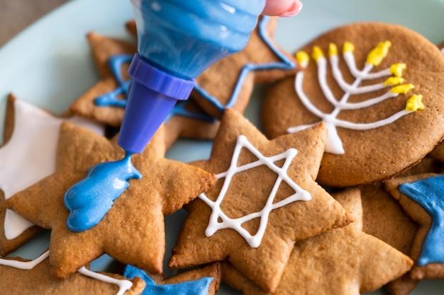 Biscuits heureux de vacances de hanoucca avec symboles