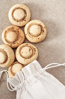 Biscuits maison fraîchement sortis du sac.