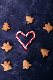 Biscuits de noël au gingembre avec sucettes