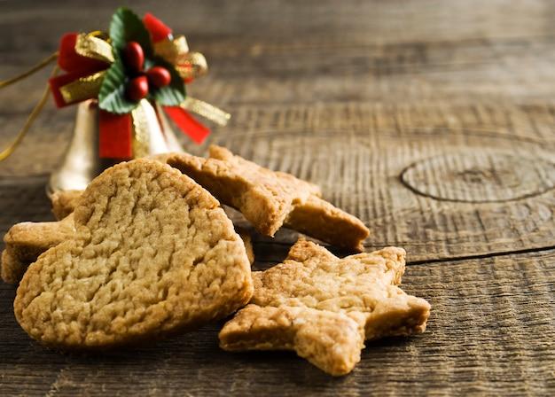 Biscuits de noël sur un bois