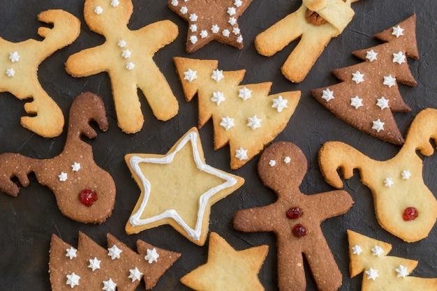 Biscuits de noël faits maison pour enfants de différentes formes