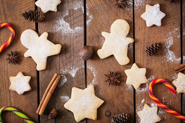 Biscuits de noël et guirlandes