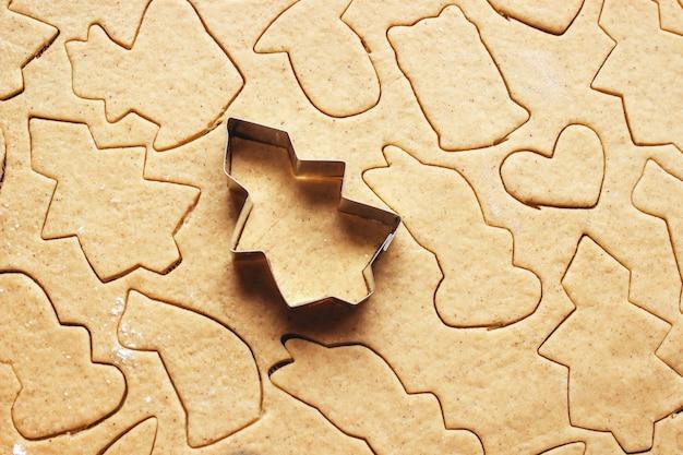 Les biscuits de noël sont faits maison. mise au point sélective. aliments.