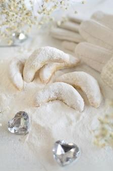 Biscuits de noël traditionnels croissants à la vanille