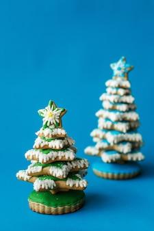 Biscuits de pain d'épice d'arbres de noël