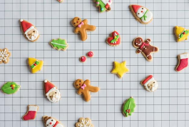 Biscuits de pain d'épice décorés de noël