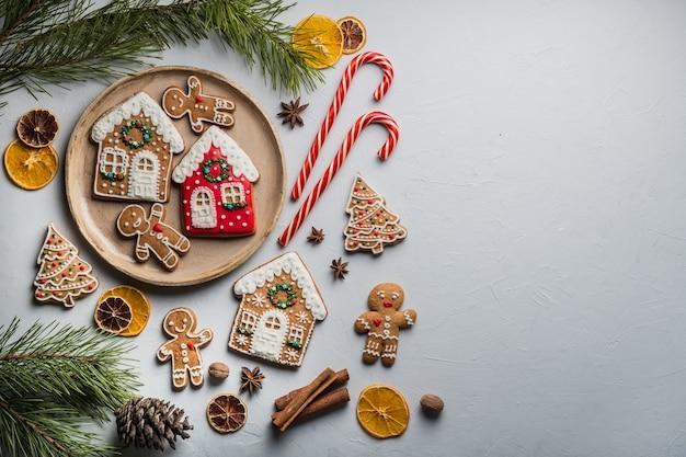 Biscuits en pain d'épice pour noël fête, pâtisserie sucrée,. beau, épicé. concept de noël