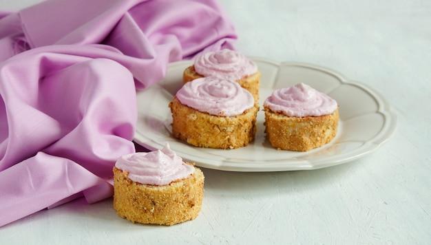 Biscuits pâtissiers (petits pains) à la crème