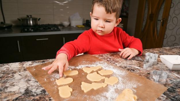 Biscuits pour enfants et prêts pour le nouvel an.
