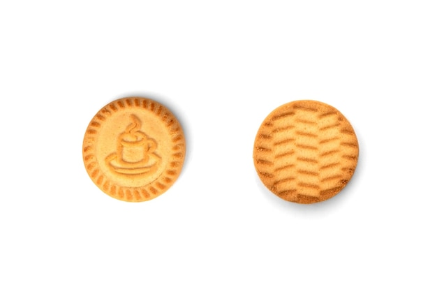 Biscuits ronds pour le thé isolé sur fond blanc.