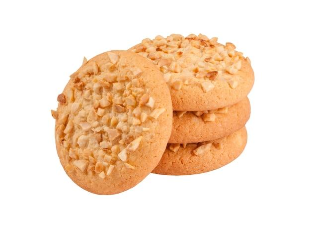 Biscuits sablés aux miettes de cacahuètes isolés sur blanc
