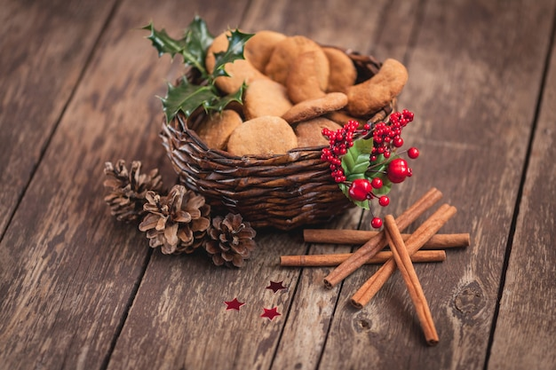 Biscuits sablés dans un joli panier
