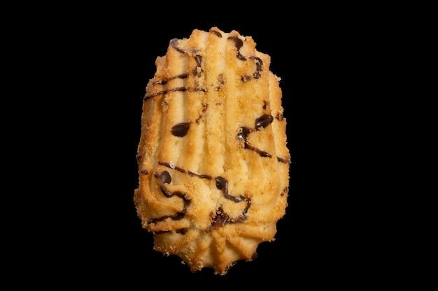 Biscuits sablés isolés sur fond noir. photo de haute qualité