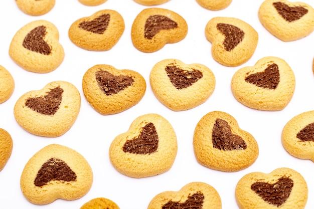 Biscuits de saint valentin avec des formes de coeur