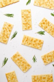 Biscuits salés au romarin